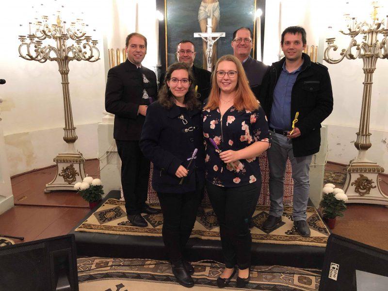 A Szegletkő dicsőítő együttes tagjai: Kiss Szabolcs, Stan Tibor, Bui János, Illyés Sándor, Veszprémi Krisztina, Falup Berni