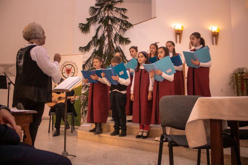 Énekel a sepsiszentgyörgyi Kantate gyermekkórus