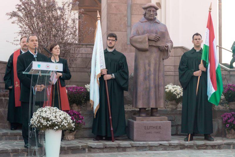 Vargha Mihály a szobor alkotója