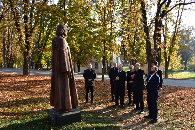 Dávid Ferenc szobránál Kovács István unitárius lelkész fogadott