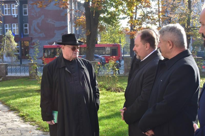 Márton Áron szobránál a belvárosi katolikus plébános fogadott