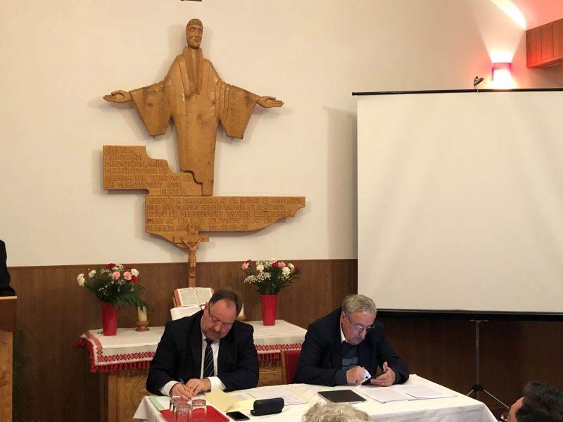 A zsinatot vezeti Adorjáni Dezső Zoltán püspök és Riedl Rudolf egyházkerületi felügyelő